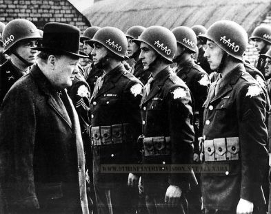 Churchill inspects 39th IR men