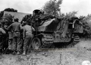 9th Division men tank France 1944