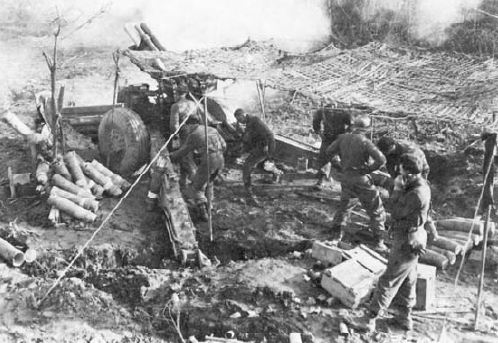 Artillery men during the Battle of Thala
