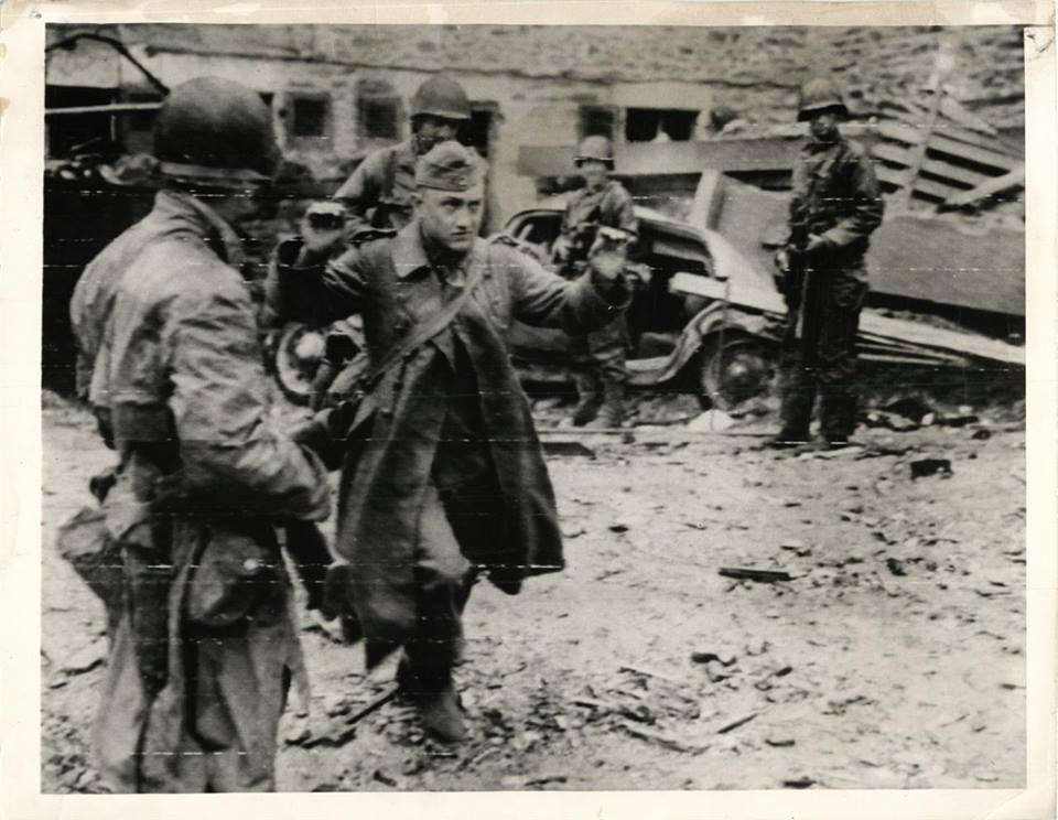 Germans in Cherbourg surrender to 9th Infantry Division men