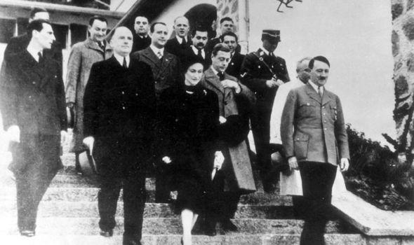 Wallis Simpson, Edward VIII and Adolf Hitler in Berlin, 1937.